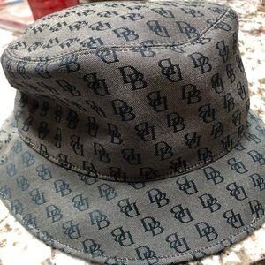DB bucket hat
